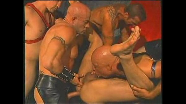 Leather-based Daddies Gangbanging